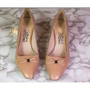 VTG Salvatore Ferragamo Nude/Pink Kitten Bow Heels